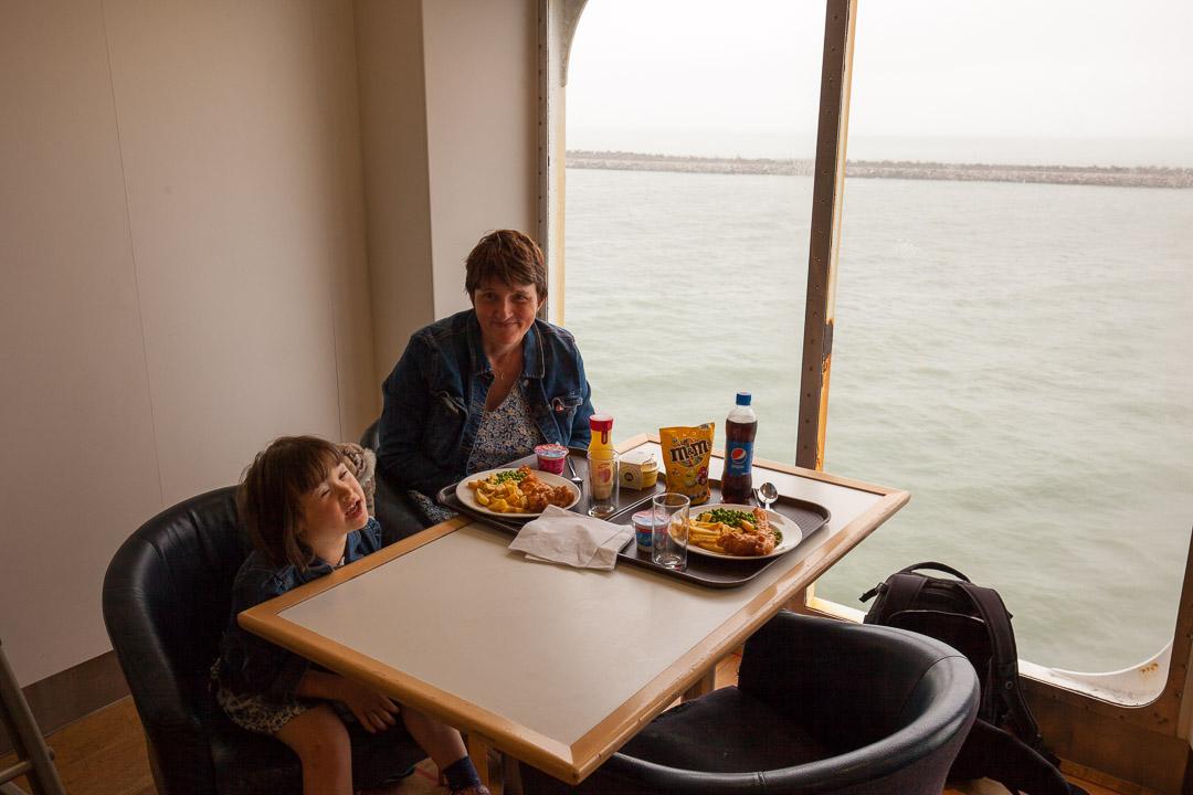 Déjeuner à bord du ferry