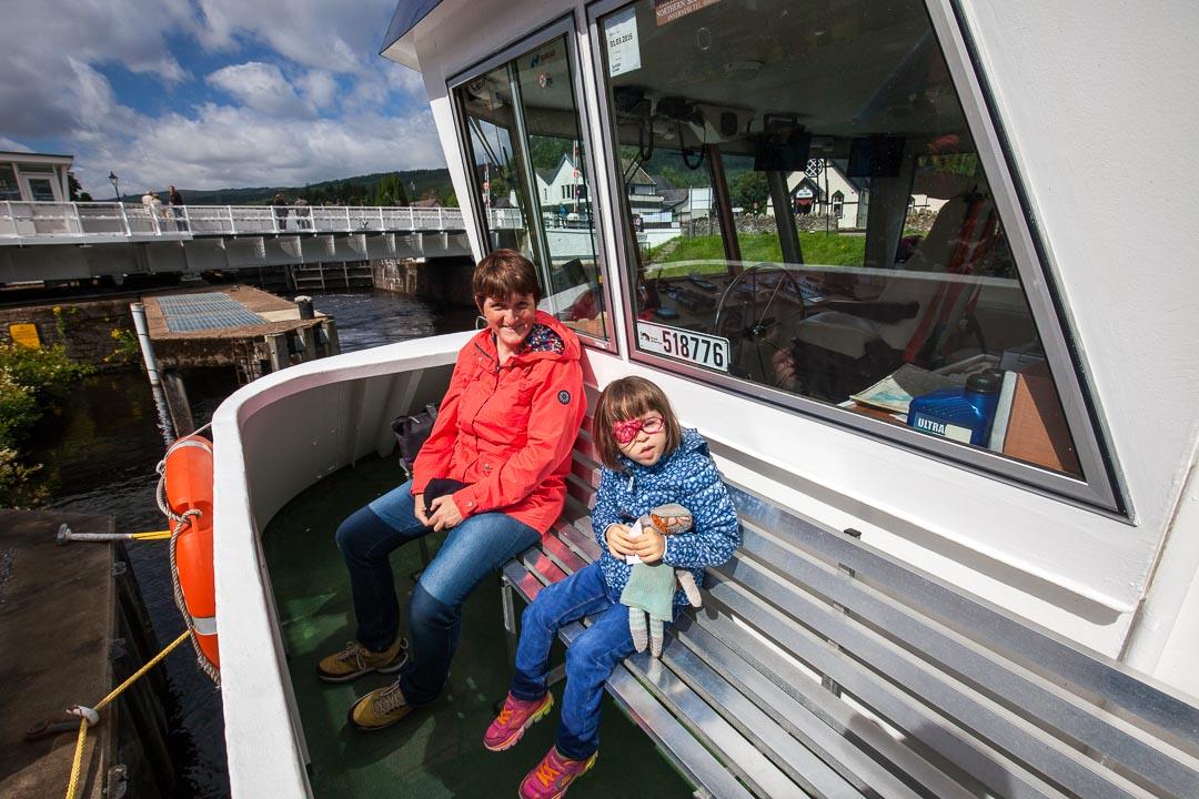 Lucie et Marie sur le bateau